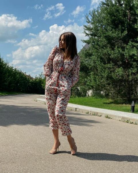 Ситцевый комбинезон и шпильки: беременная Ани Лорак ...