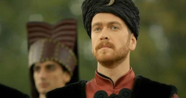 Время над ним неподвластно: как сейчас выглядит турецкий актер, сыгравший сына-наследника султана Сулеймана в сериале «Великолепный век»