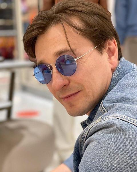 Сергей Безруков планирует усыновить ребенка через год после рождения сына